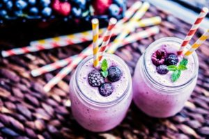 Simple breakfast berry protein shake weightloss clean eating